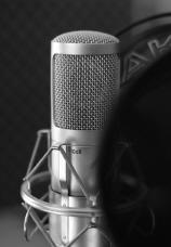 Einen professionellen Sprecher mit eigenem Tonstudio buchen