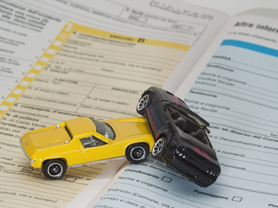 Vermeiden Sie Autounfälle im Urlaub (Foto: Fabio Balzaretti - Fotolia.com)
